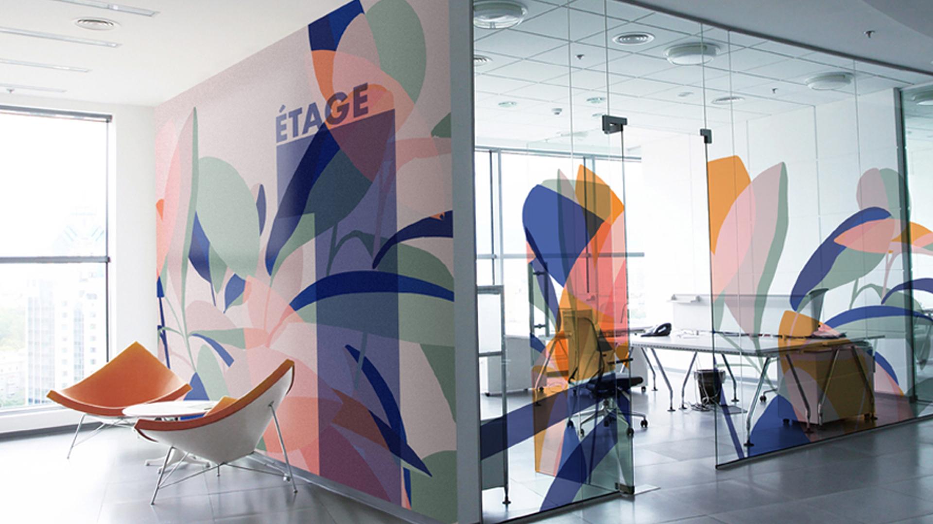 Exemples de fresques murales et vitrophanies dans des bureaux