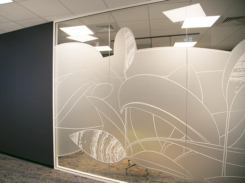 maison les muses décoration médiathèque vitrophanie design transparente